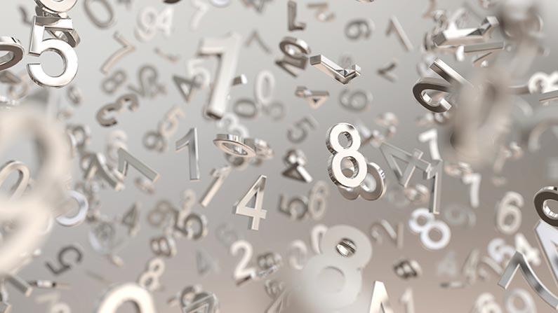 mängder av metalliska siffror som svävar i luften