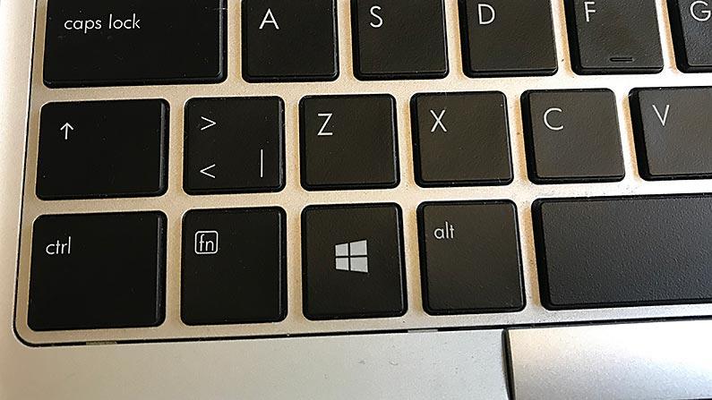 Detaljbild på tangentbord med bland annat Control-tangenten och X, C respektive V